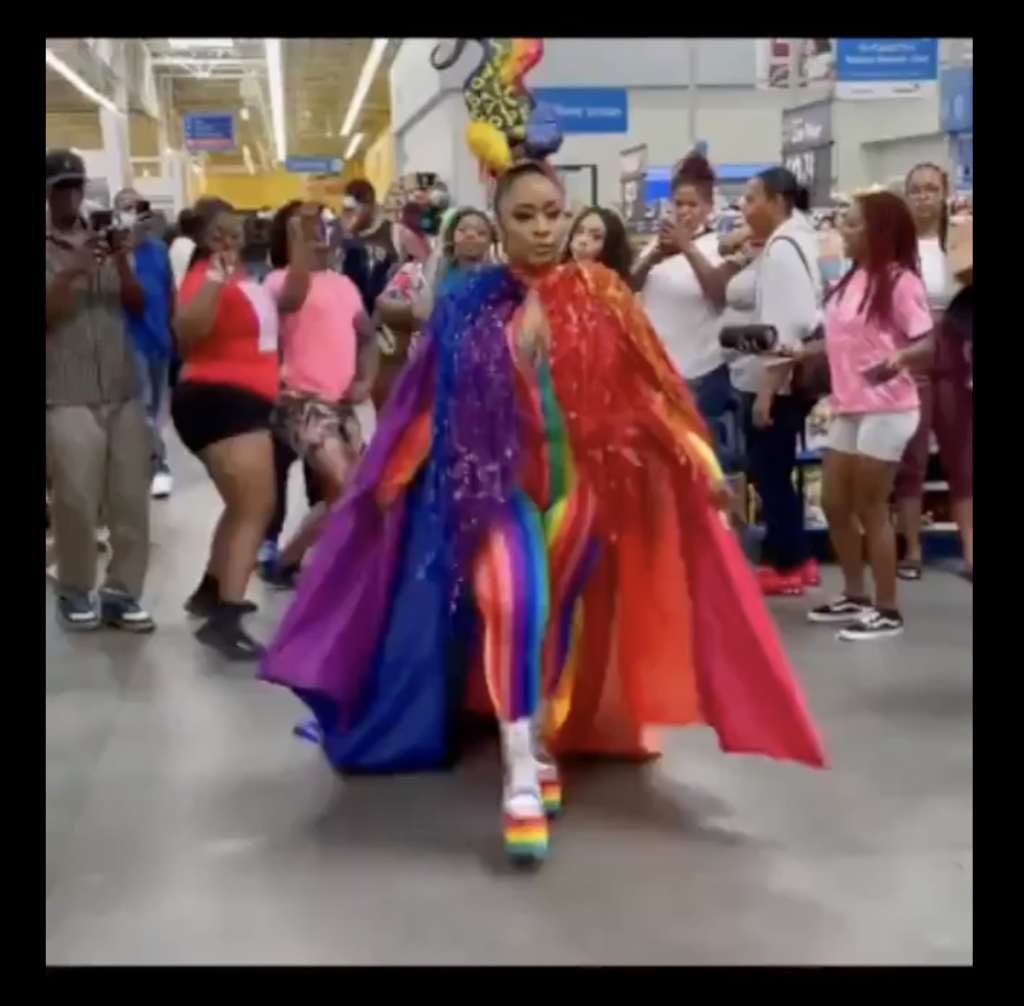 *LMAO* Just Another Day at Walmart